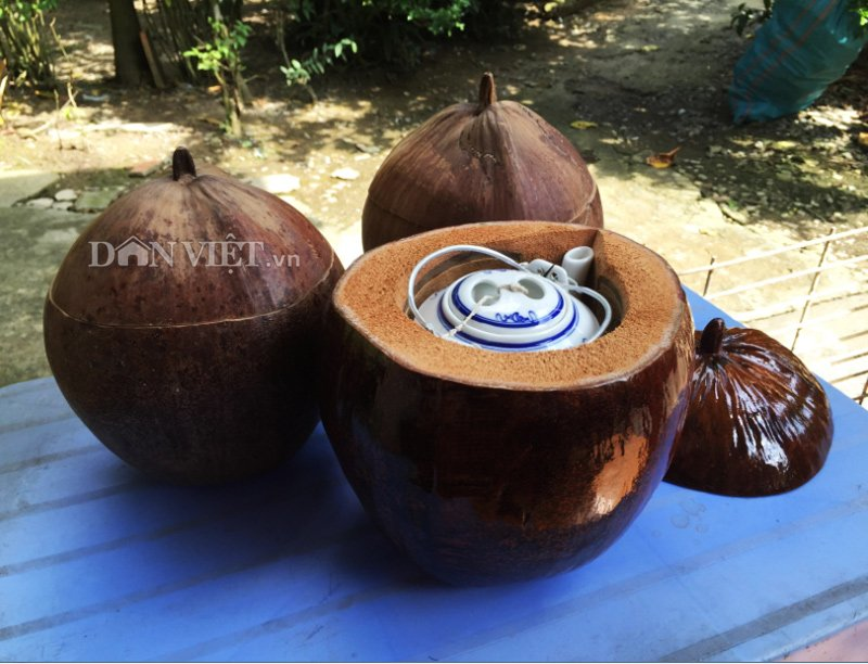 Chiếc vỏ bình trà bằng trái dừa quê nội-1