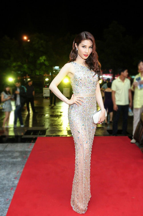 Tuần qua: Diva Mỹ Linh, HH Giáng My đẹp phát ghen ở tuổi U50-12