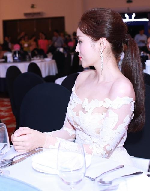 Tuần qua: Diva Mỹ Linh, HH Giáng My đẹp phát ghen ở tuổi U50-4