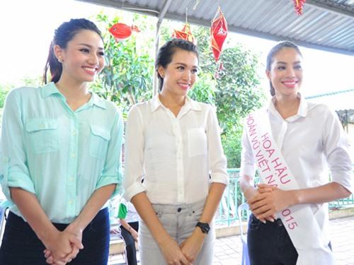 HH Phạm Hương giản dị đi từ thiện sau đăng quang-1