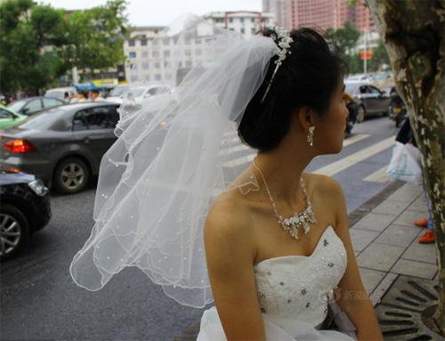 Tắc đường, cô dâu không thể đến dự lễ cưới của mình-3