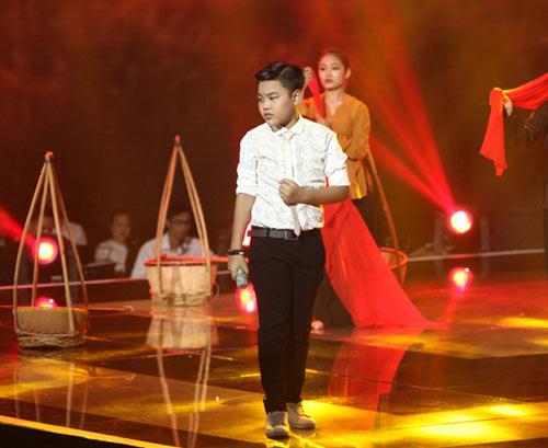 dúc phúc nhảy múa tung bùng cùng thí sinh giong hat viet nhi 2015 - 11