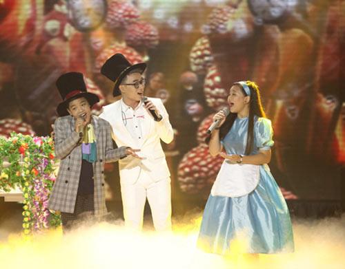 dúc phúc nhảy múa tung bùng cùng thí sinh giong hat viet nhi 2015 - 12