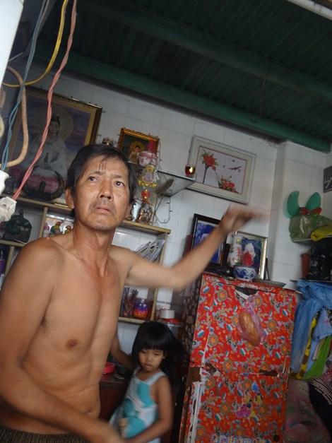 vo chong cam ke kho chuyen nang duong chong ngap - 2