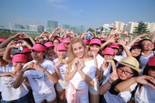 """dong nhi cuoi tit mat """"selfie"""" cung fan - 10"""
