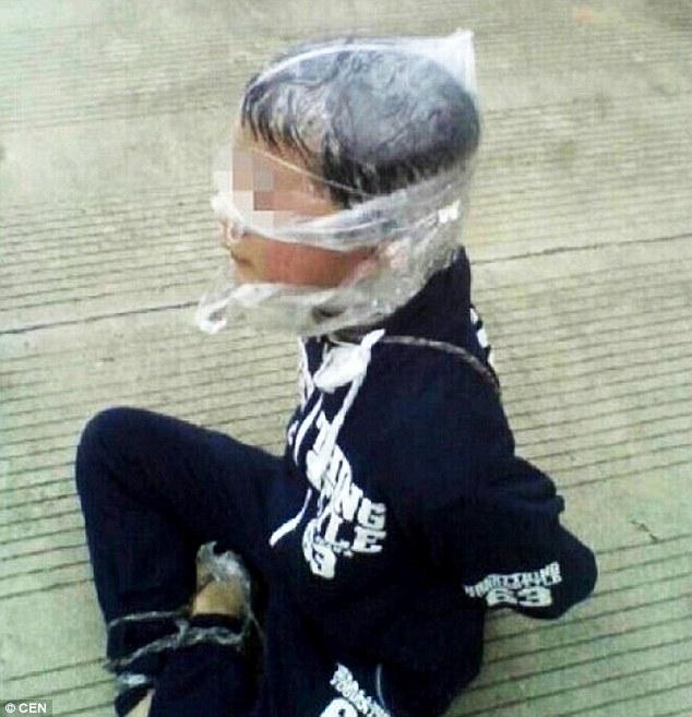 tq: bi bat coc, be trai tu giai thoat nhu phim hanh dong - 1