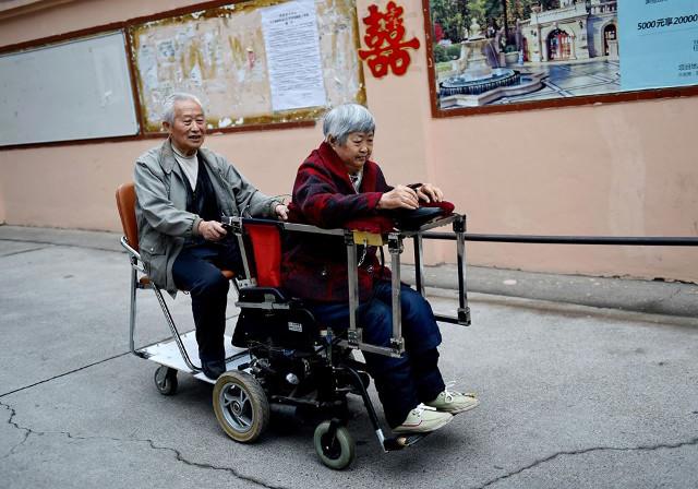 nguong mo nguoi chong 40 nam day xe lan cho vo - 1