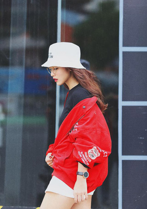 """Hot girl Khả Ngân mặc áo khoác kiểu nửa vời siêu """"chất""""-4"""