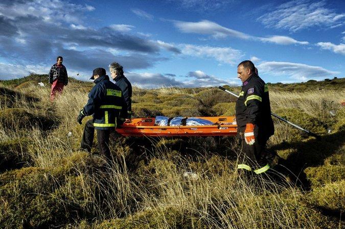 Phát hiện 2 bé di cư chết đuối dạt vào bờ biển Hy Lạp-1