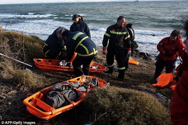 Phát hiện 2 bé di cư chết đuối dạt vào bờ biển Hy Lạp-3