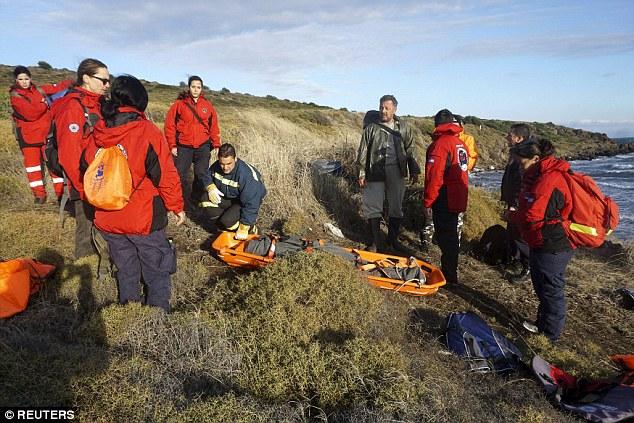 Phát hiện 2 bé di cư chết đuối dạt vào bờ biển Hy Lạp-4