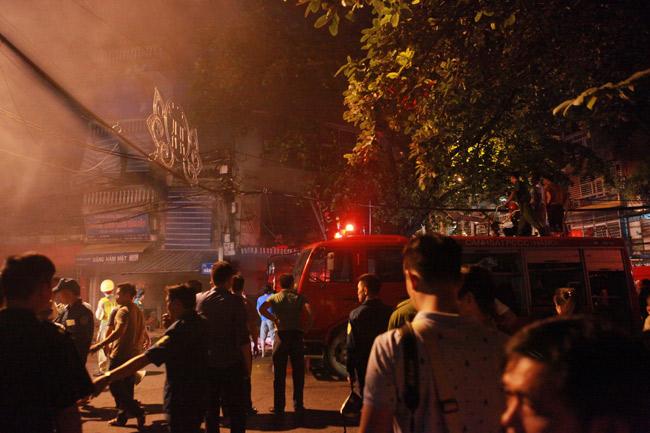 Hiện trường vụ cháy nhà 4 tầng trên phố cổ Hàng Mã-1