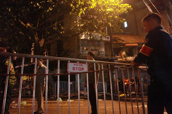 Hiện trường vụ cháy nhà 4 tầng trên phố cổ Hàng Mã-5