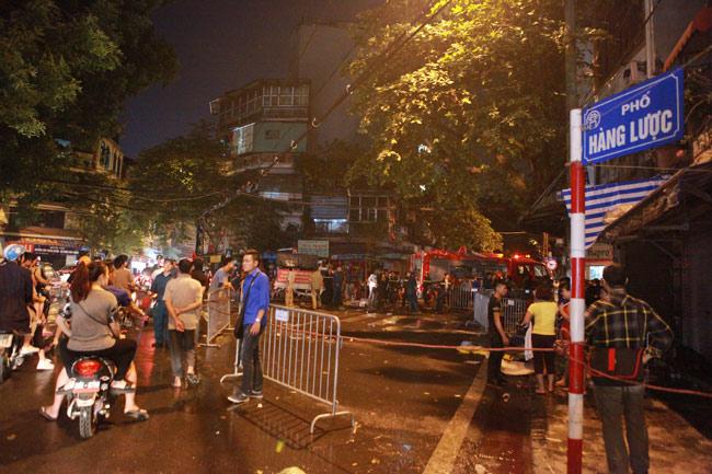 Hiện trường vụ cháy nhà 4 tầng trên phố cổ Hàng Mã-4