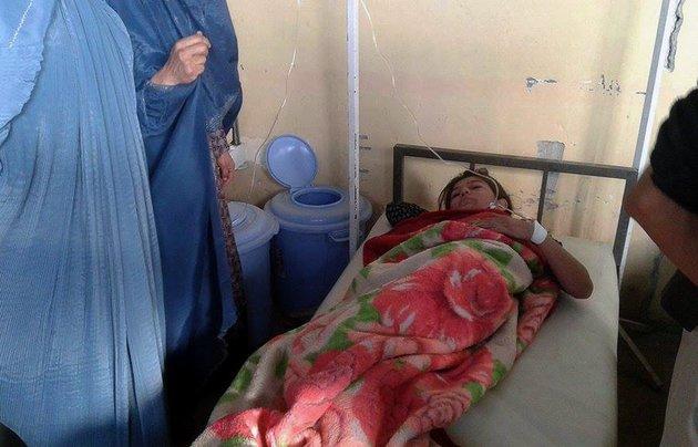 12 nu sinh bi giam dap chet khi chay dong dat o afghanistan - 4