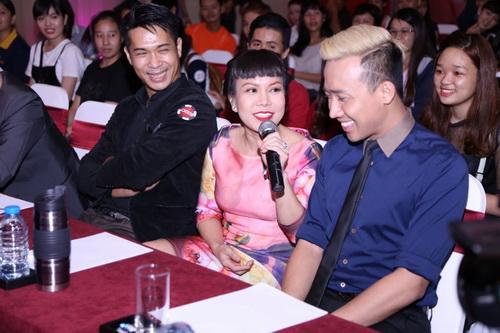 """Việt Hương cười """"thả ga"""" bên cạnh đàn em-5"""