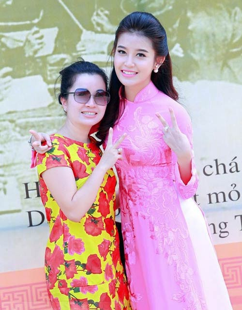 """nhung my nhan showbiz luon """"ke ke"""" ben me - 5"""