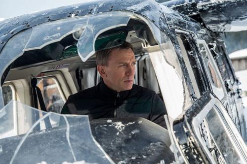 spectre 007 lap ky luc phong ve anh sau khi cong chieu - 2