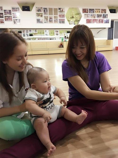 "hari won ""tap xoac"" cung con trai khanh thi - 1"