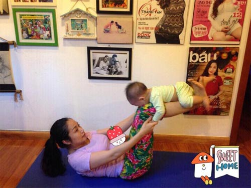 "oc thanh van tap yoga cung con trai ""don tim"" fans - 2"