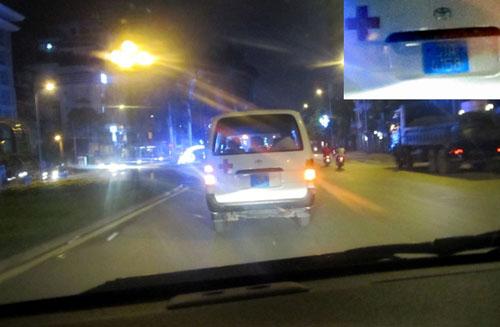 """su that xe cuu thuong bo mac nan nhan vu """"taxi dien"""" - 1"""