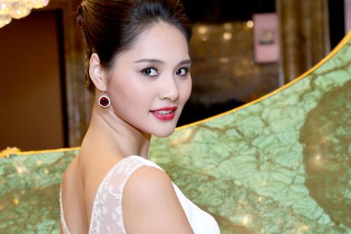 "huong giang khoe ve dep ""van nguoi me"" - 5"