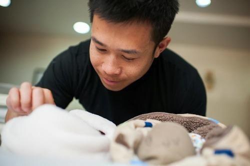 chang canh sat dong tinh chi 1,5 ty de co cap song sinh - 3