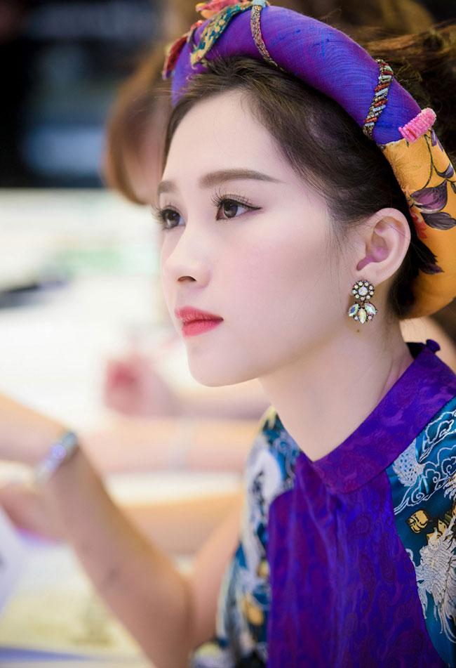 Hoa hậu Việt Nam 2012, Đặng Thu Thảo ngày càng chiếm được nhiều cảm tình từ công chúng Việt nhờ lối sống sạch, không ồn ào scandal, không thích phô trương thanh thế, không chạy đua theo trào lưu, lối sống khép kín và đặc biệt là phong cách thời trang nền nã, dịu dàng điển hình của phụ nữ Việt.