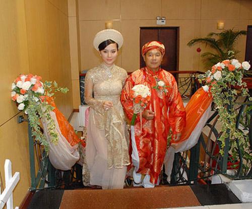 my nhan viet hanh phuc ben chong gap doi tuoi - 2