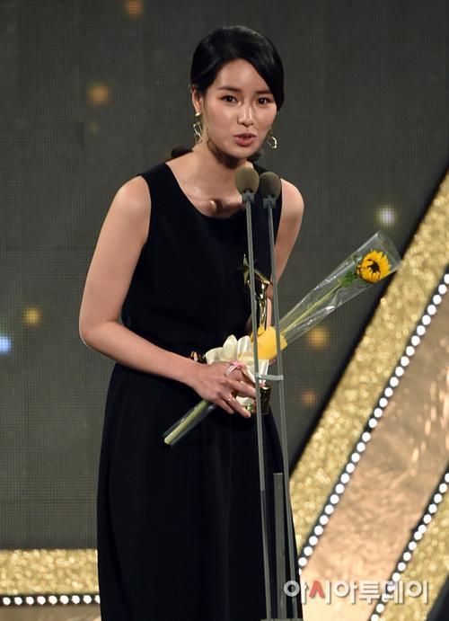 """trai dep ngoai hanh tinh"" kim soo hyun lai gianh daesang - 7"