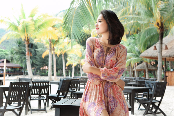 """hoa hau huong giang: """"mac tao bao nhung khong phan cam"""" - 2"""