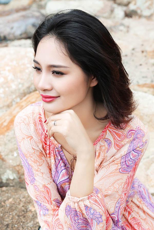 """hoa hau huong giang: """"mac tao bao nhung khong phan cam"""" - 1"""