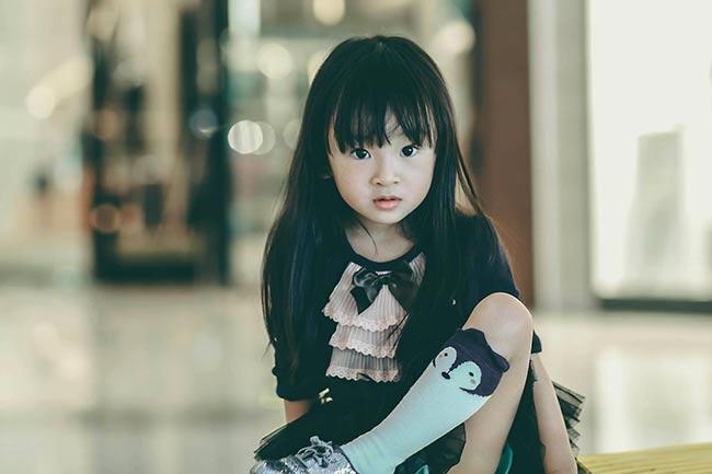 Bé có khả năng ghi nhớ rất tốt, bất cứ việc gì được chỉ dạy sơ qua cô bé đều tiếp thu và làm theo rất nhanh.