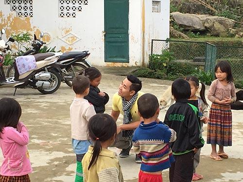 nguyen khang be bong co gai nguoi mong o sapa - 9