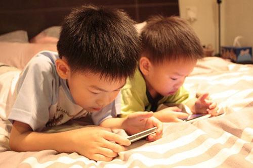con cham noi, kem thong minh chi vi... smartphone! - 2