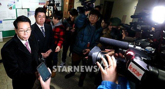 ban gai cu kim hyun joong dua con trai di xet nghiem adn - 6