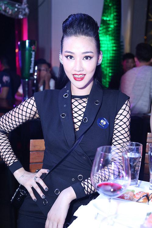 huong tram lay khan lam ao tat bat chay show - 10