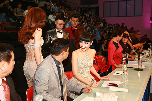 jessica minh anh, truong thi may an tuong tren tham do - 13