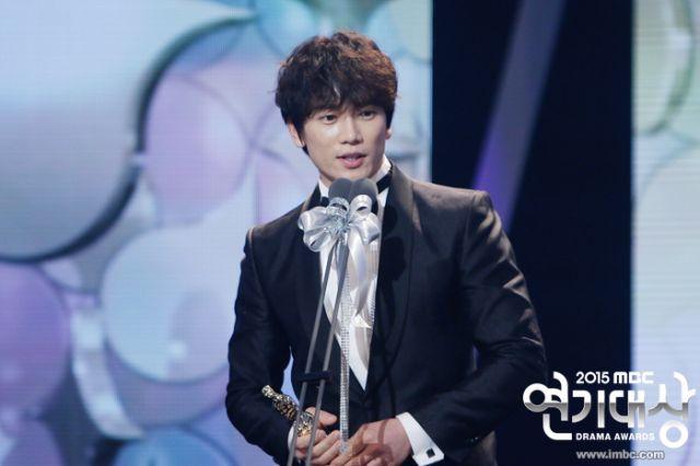 """bo phim """"kill me heal me"""" dai thang tai mbc drama awards - 2"""