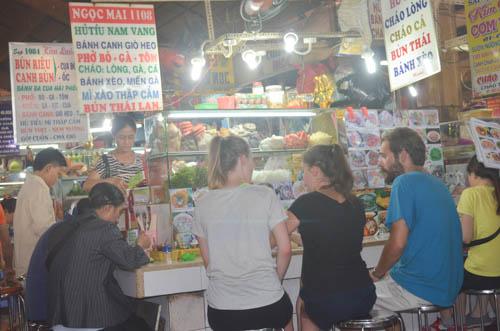 nguòi dan sài gòn táp nạp mua sam dip tet duong lich 2016 - 7