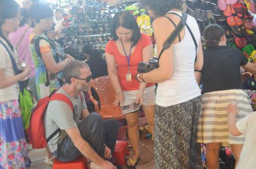 nguòi dan sài gòn táp nạp mua sam dip tet duong lich 2016 - 10