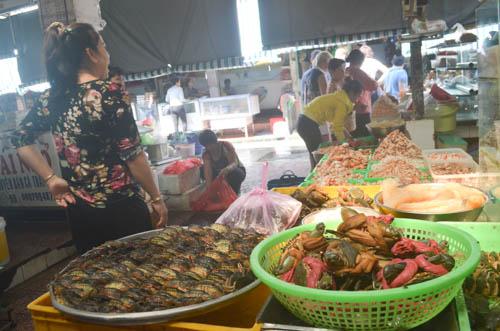 nguòi dan sài gòn táp nạp mua sam dip tet duong lich 2016 - 13
