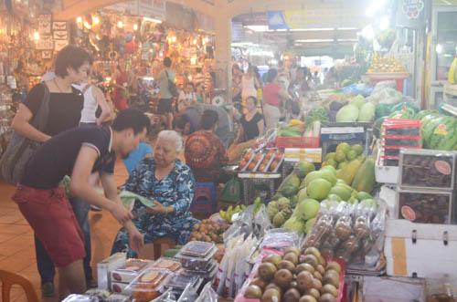 nguòi dan sài gòn táp nạp mua sam dip tet duong lich 2016 - 17
