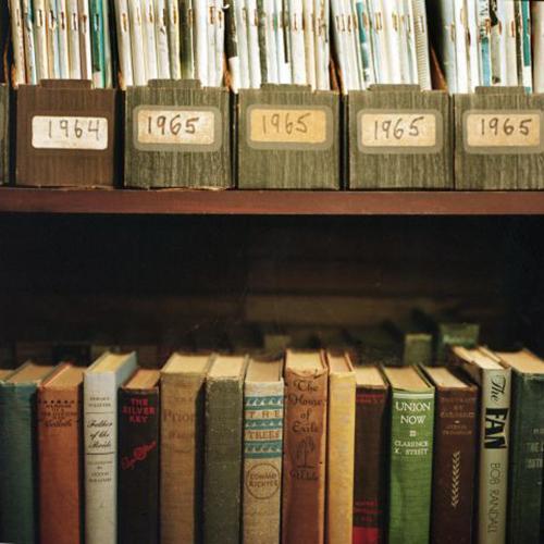 Cách sắp xếp giá sách tiết lộ tính cách chủ nhân-4