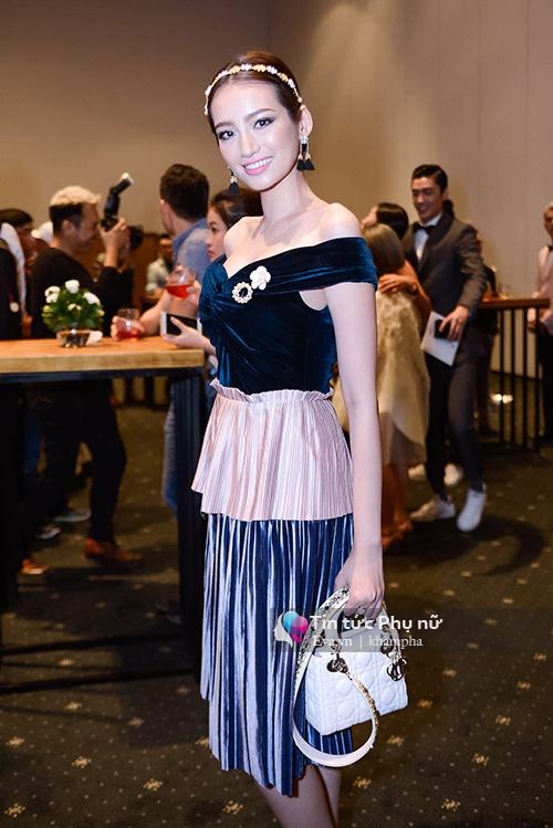 tham do elle show: ban gai cuong do la kin bung van lan at cac sao viet - 7