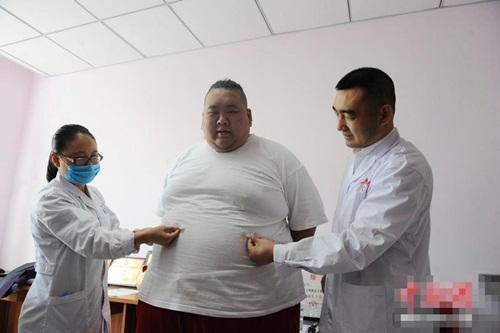Thất tình, hot boy ăn uống thả ga tăng lên 255kg-8