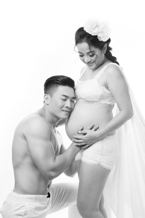 Bộ ảnh bế bụng bầu làm xiếc tuyệt đẹp của vợ chồng 'hoàng tử xiếc Việt'-7