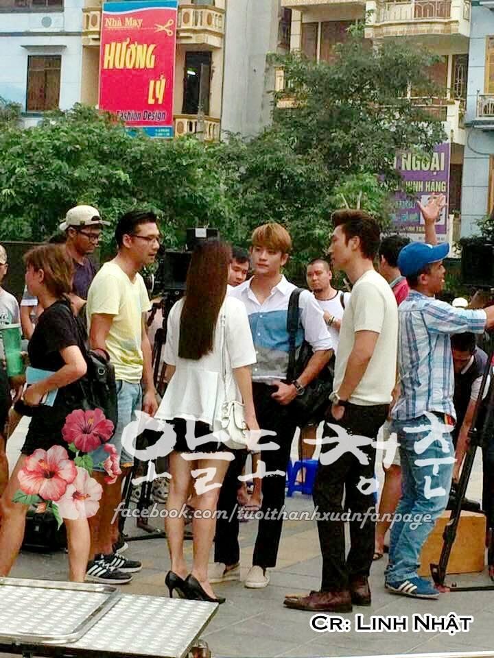 """Kang Tae Oh ôm chầm Nhã Phương trước mặt """"kẻ thứ ba"""" Mạnh Trường-1"""