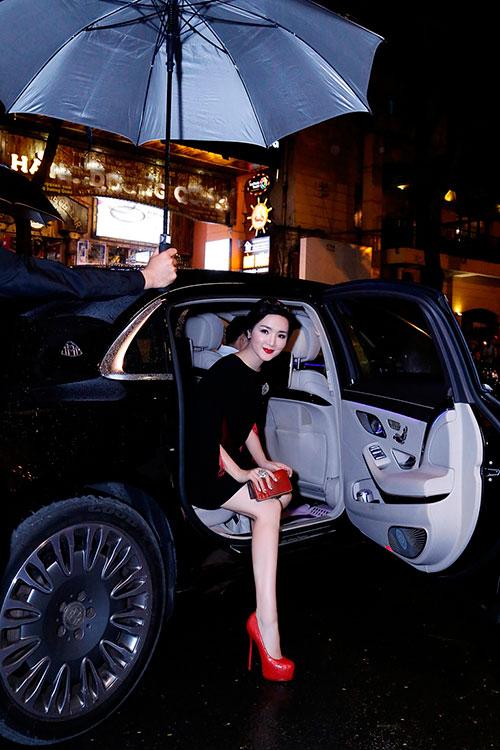 Hoa hậu Giáng My đẹp kiêu sa đọ sắc cùng Đặng Thu Thảo-1