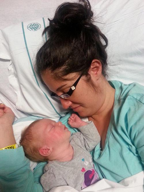 Người mẹ đã chết trên bàn đẻ bỗng hồi sinh kỳ diệu khi được ôm con-4